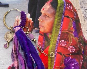 Créole mono boucle tribal fusion long pompon rubans de soie, anneau unique sari, style nomade, bijou recyclé, banjara, kuchi hippie