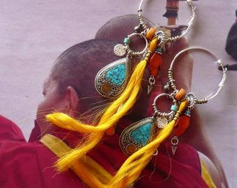 Créoles nomades Tibétaines, Pendentifs artisanaux Népal, anneaux éthniques népal, turquoise et corail, fibres textiles, os, fujigirls