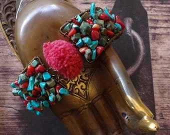Bracelet rustique turquoise et corail - manchette nomade - style tibétain - chips de pierres - tribal asiatique - boho hippie - Fujigirls