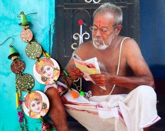 Boucles d'oreilles Indiennes, Pendentifs artisanaux aux motifs hindou, Boho hippie chic, mythologie Indienne, Art de l'Inde, Divinité, Ooak