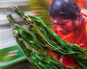 Longues Boucles d'oreilles Indiennes, Bijoux Ethniques Hippie Chic, Pompons de soie Manouche, Grunge, Nomade, Fujigirls