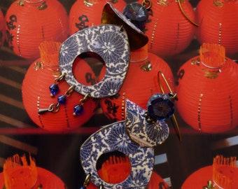 Boucles d'oreilles bohèmes asiatiques bleu de chine, motifs floraux céramique Chinoise, pendentif artisanal, style vintage, bijoux Fujigirls