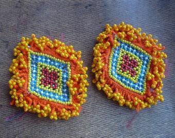 IMPORT AFGHANISTAN 2 appliques textiles tissées de perles, Talisman tribal vintage Kuchi perlés, vestige amulette tribal afghan