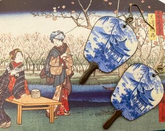 Boucles d'oreille Uchiwa scène asiatique bleu de Chine, Pendentifs cuivre fait-main, Look ancien, Bijoux asiatique, Japon, Nippon, Fujigirls