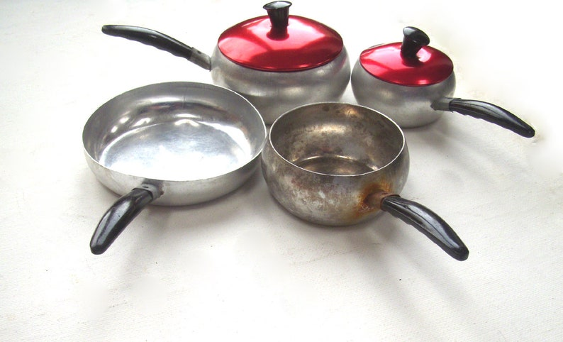 Marvelous Vintage Toy Pans Aluminium With Shiny Red Lids Set Of 3 Plus Frying Pan Made By Colorama 1950S Home Interior And Landscaping Staixmapetitesourisinfo
