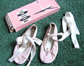 82fd9b37795d Vintage Child s SELVA Pink Crown Ballerina Shoes
