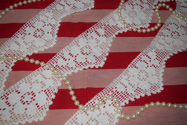 Vintage 1930/'s Hand Made Crochet Lace With Flowers  3 14 wide by 90 or 2.5 Yards  Long  Yardage CSCro-24