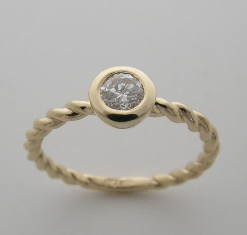Price Drop Sale 14K Yellow Gold Diamond Ring 0.25 Ct. G/H image 0