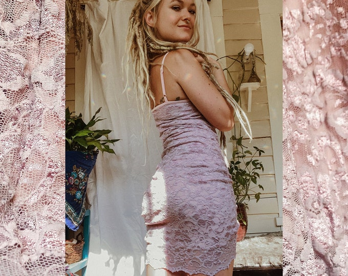 90s pink babydoll bodycon lace dress // spaghetti strap nude 2000s vintage midi dress // fitted mini dress // size small