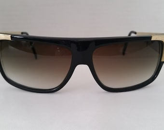 161fbe3a92d9 Vintage Straight Top Black and Gold Sunglasses. Hip Hop Large Black Gold  Sunnies. Touch of Gold Straight Top Large Sunglasses. Funky