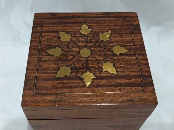 Vintage Small Wood Trinket Box with Brass Leaves Inlay. Wood Hinged Square Trinket Box with Brass Inlay. Cute Small Trinket Box Wood/ Brass