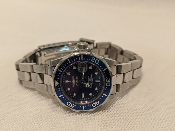 Women's Invicta Pro-Diving Wrist Watch.  Invicta Professional Diving Watch. Water Resistant 660 Ft-200M.  Invicta 9117A All Stainless Steel