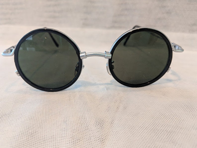 127cd7929bd4f Vintage Circle Unisex Sunnies. Silver Tone Vintage Round