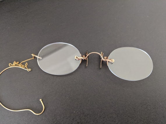 Antique Victorian Rimless Nose Pincher Glasses.  1800s Rimless Spectacles with Gold Tone Chain and Ear Piece. Collectible Specs
