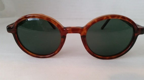 Vintage Almost Round Tortoise Plastic Sunglasses. Very Small Round Frames. Almost circle Sunnies. Green Lenses Cute Small Almost Round.
