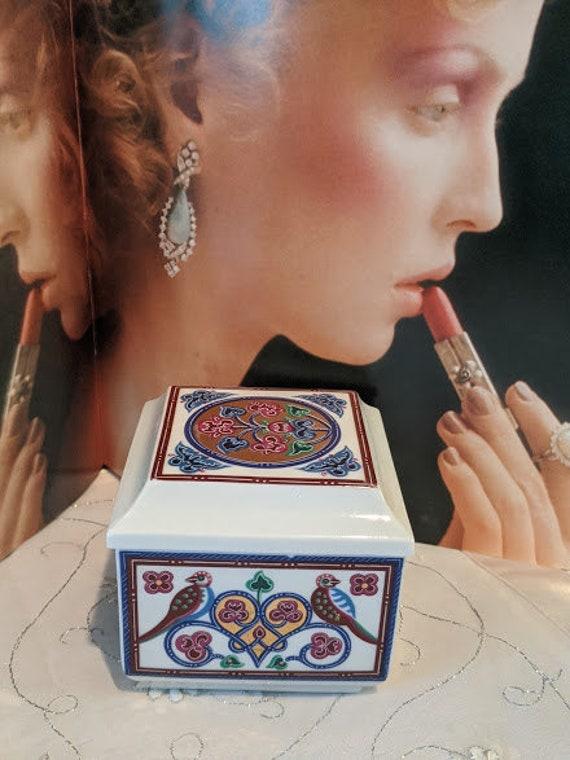 Vintage Porcelain Trinket Box for Eliabeth Arden. Made in Japan. Small Porcelain Lidded Trinket Box. Lidded Porcelain Jewelry Box