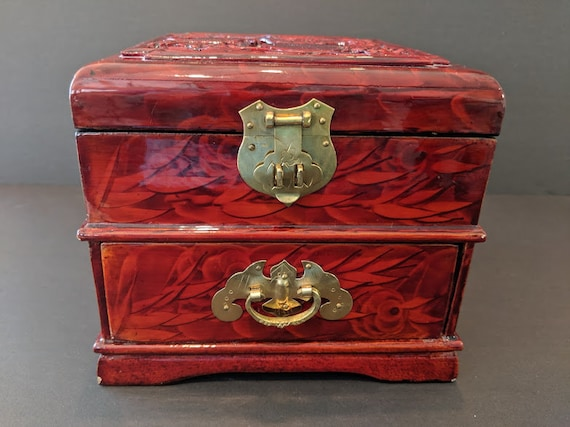 Vintage Laquer Chinese Jewelry Box. Asian Carved Jewelry Box. Oriental Laquer & Carved Design Jewelry Box