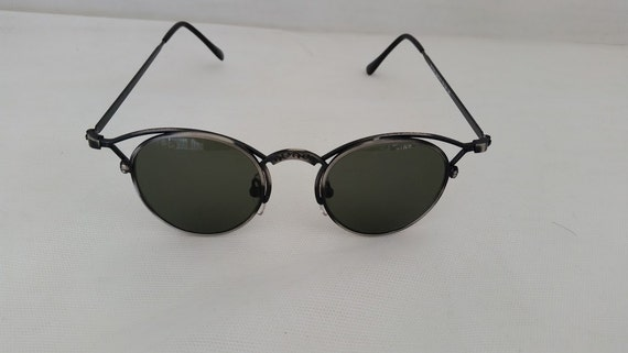 Vintage Wire Wings Cats Eye Sunglasses. Funky Wire Cats Eye Sunglasses. Optical Quality Vintage Cats Eye Sunglasses Gunmetal Wire.