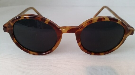 Vintage Almost Round Honey Tortoise Plastic Sunglasses. Very Small Round Frames. Almost CIrcle Sunnies. Green Lenses  Cute Small Retro
