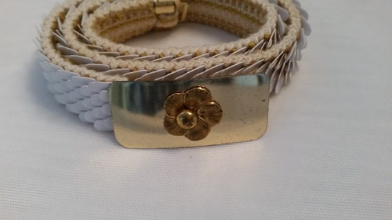 Vintage Fish Scale Stretch Belt. White Fish Scale Belt with Gold Tone Flowered Buckle. Cute Retro Fish Scale Stretch Belt.
