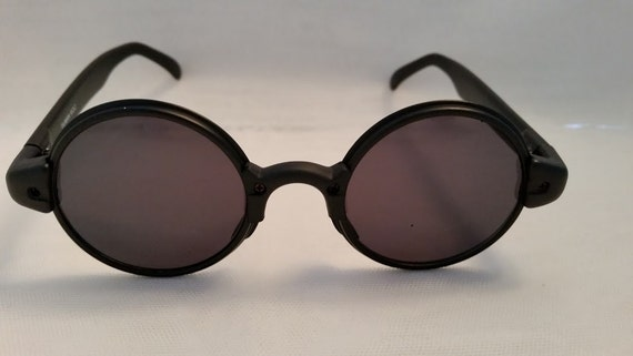 Combo Circle Retro Sunglasses. Black Plastic/Metal Combo Funky Round Sunglasses .Matte Black Plastic Round Sunglasses with Metal Around Lens