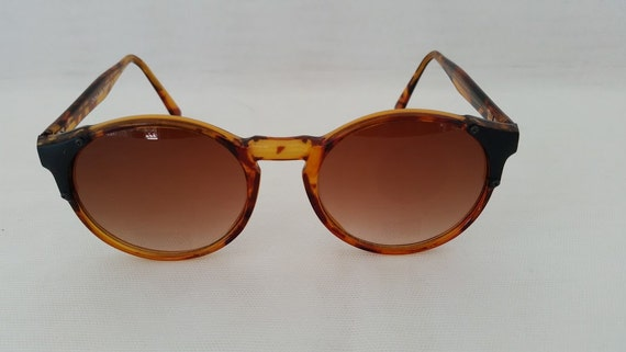 Vintage Round Cats Eye Sunglasses. Round Cats Eye Tortoise Shell Sunglasses. Retro Cats Eye Round Tortoise Sunnies. Large Round Cats Eye