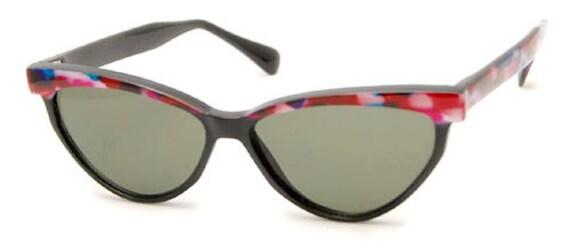 Vintage Hollywood Cat Eye Sunglasses (Pinks/Blues) Cute Cat Eye Sunglasses. True Retro Cat's Eye Sunglasess. Soft Pastel Color Design.