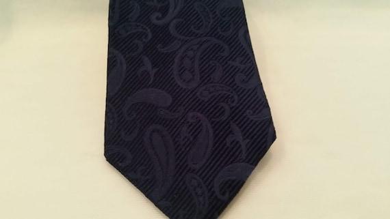 Vintage Tommy Hilfiger Neck Tie. Tommy Hilfiger Navy Paisley Designer Men's Tie.  Paisley Design Imported Silk Made in the USA Neck Tie