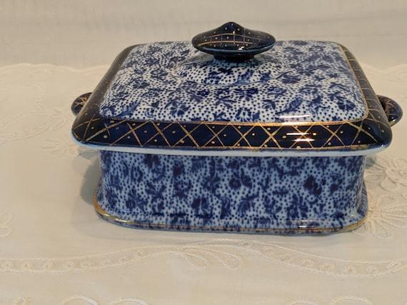Vintage Porcelain Cobalt Blue Floral Trinket box. Porcelain Powder & Dresser Box Made In Greece. Midnight Blue and Gold Porcelain Lidded Box