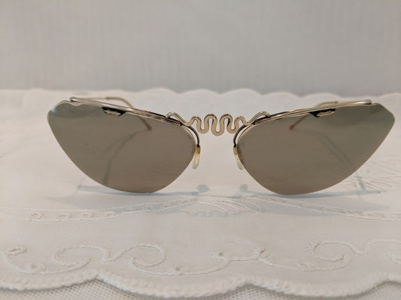 Vintage Polaroid Cats Eye Sunglasses.  Polaroid Made in France Cats Eye Sunglasses. Pin Up Rockabilly Style Cats Eye. Authentic Cats Eye