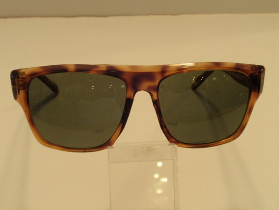 Vintage Oversize Thick Horn Rimmed Sunglasses.  Flat Top Large Sunnies. Green Lenses. Large Plastic Vintage Shades.