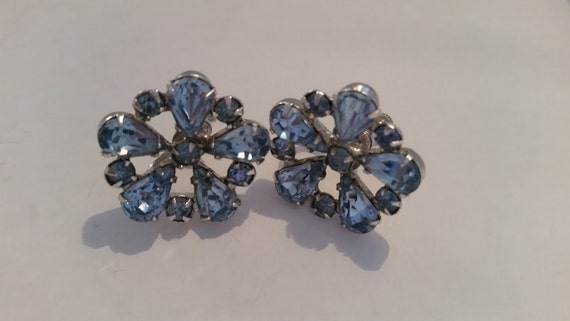 Vintage 1950's Screw Back Blue Rhinestone Earrings.  Retro Blue Rhinestone Screw Back Silver Earrings. Cute Retro Blue Rhinestone Earrings.