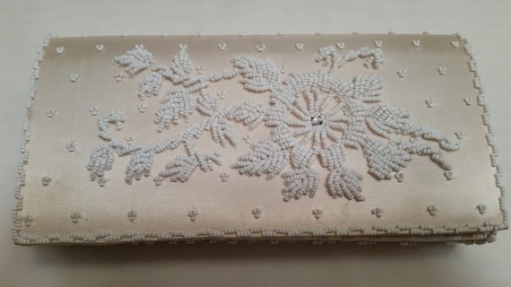 Vintage Cream Satin and Beaded Formal Clutch, Beaded Cream Color Evening Clutch. Beautiful Flower Beaded Satin Formal Purse. Stunning Clutch