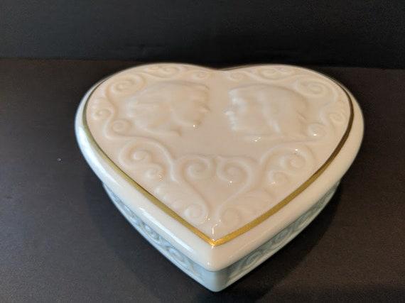Vintage Lenox Bone China Heart Trinket Box.  Romeo & Juliet Bone China Keep Sake Box. Lenox Heart Shaped Bone China Trinket Box.
