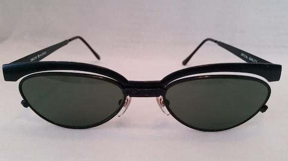 Vintage Optical Quality Black Metal Cat Eye Sunglasses. Green Lenses. Cutest Cat Eye Gold Frames. So Retro.