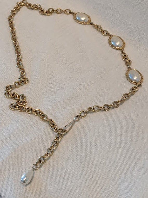 Vintage Gold Tone Chain and Faux Pearl Medallion Belt.  Formal Gold Tone Chain and Faux Pearl Adjustable Belt.