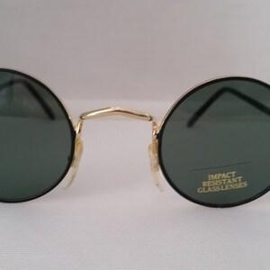 John Lennon ronde nuances. Lunettes de soleil rondes petit noir or.  VINTAGES lunettes rondes. Classes résistant aux chocs. Cercle parfait  Sunnies d9bde1a18430