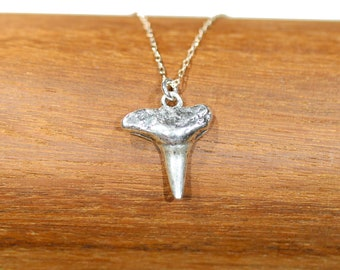 Silver shark tooth necklace, shark tooth pendant, surfer necklace, mens necklace, Hawaii necklace, summer jewelry, beach necklace
