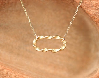 Gold oval necklace, twisted metal necklace, chaink link necklace, simple necklace, everyday necklace, bridemaid jewelry