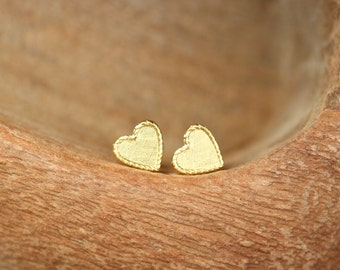 Simple gold heart earrings, heart stud earrings, cute gift idea, gift for sisters, best friends, mom, boho earrings, teen gift ideas
