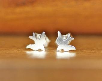 Bird earrings, sterling silver bird stud earrings, tiny silver earrings, sparrow earrings, cute stud earrings, little girl earrings, boho