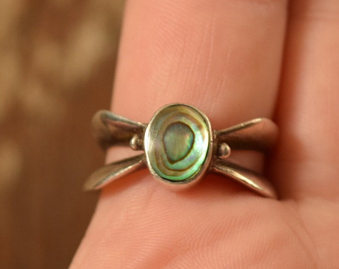 Abalone Shell Ring - Size 8 1/2 vintage
