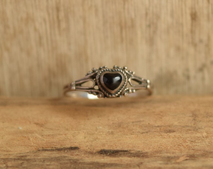 Black Heart Ring - Size 7 1/4