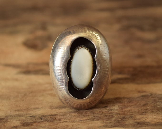 Mother of Pearl Oval Shadow Box Ring - Size 7 1/4