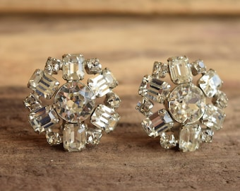 White Rhinestone Earrings - Weiss Clip On