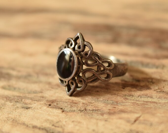 Intricate Black and Silver Ring Size 5 3/4