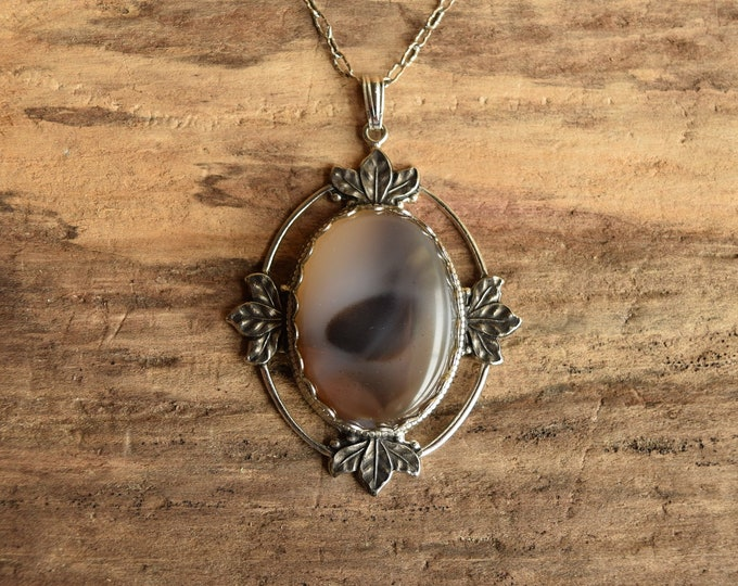 Agate Pendant Necklace - Silver Toned