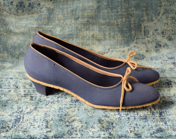 Blue and Tan Kitten Heels -Size 8 Slim - Causal Canvas Heels - Bow Tie Heels - 1980s Blue Heels - navy blue low heel pump - Citations brand