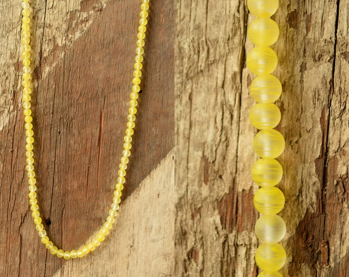 Yellow Glass bead necklace -  vintage beaded necklace - Yellow swirled beads