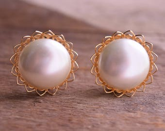 Gold and Pearl Clip earrings - Large Round Clip Earrings - pinup earrings - Golden vintage earrings - Judy Lee clip earings
